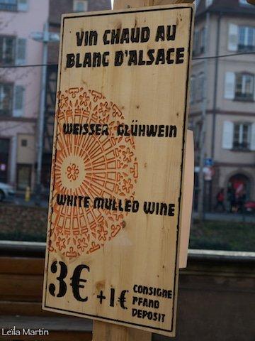 Pancarte avec le tarif du vin chaud de la Tribu des Gourmets