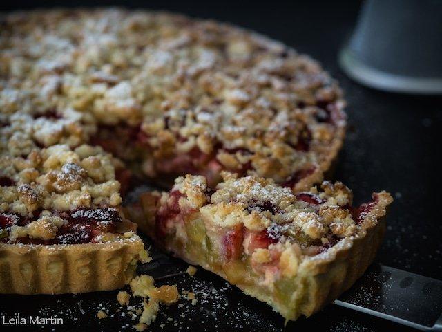 recette de tarte streusel à la rhubarbe et aux fraises