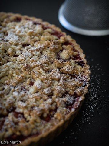 recette de tarte alsacienne à la rhubarbe et à la fraise avec streusel