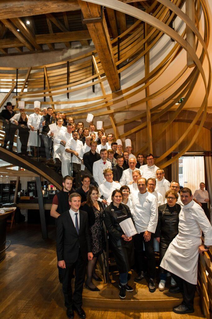 photo des chefs et artisans des Etoiles d'Alsace présents pour le lancement de la Formule Jeunes aux Haras
