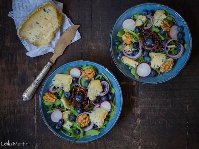 Recette de salade de roquette et myrtilles au Bleu d'Hachimette