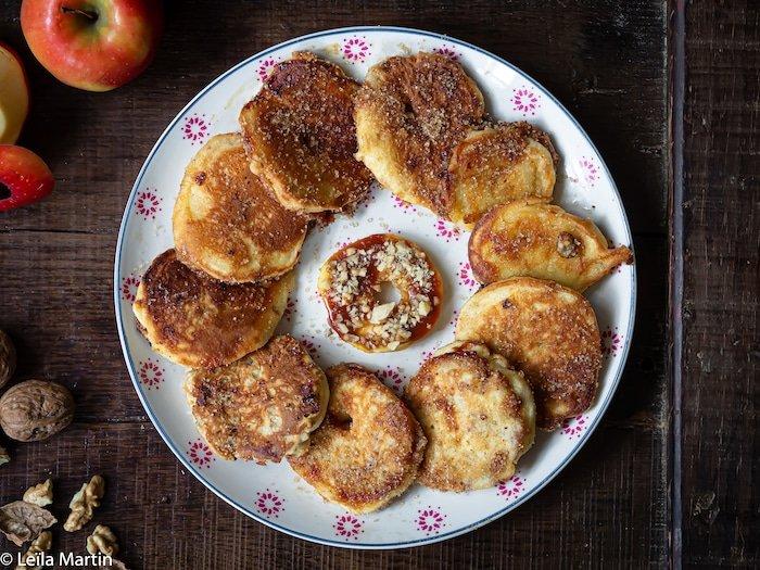 Recette de beignets de pomme (apfelkiechle) fourrés au caramel et aux noix