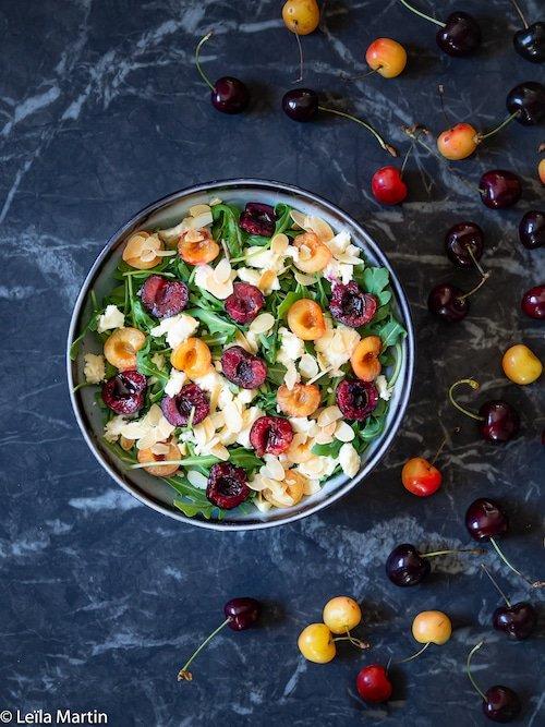 Recette de salade de cerises, roquette, amandes et munster blanc