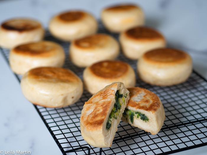 Recette de Dampfnudel aux verts de poireau, lardons et fromage