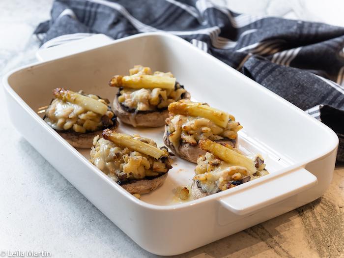 Recette de champignons farcis au risotto de pépinettes, asperges et munster