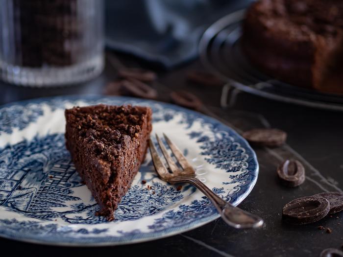 recette de gâteau chocolat courgette streusel cacao et noisettes